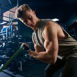 trening bicepsów